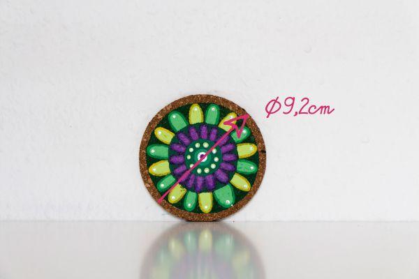 Kork-Untersetzer im Mandala-Stil in Grün-Gelb mit Maßangabe von FitzeFatze Design