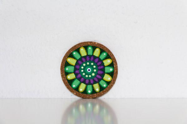 Kork-Untersetzer im Mandala-Stil in Grün-Gelb von FitzeFatze Design
